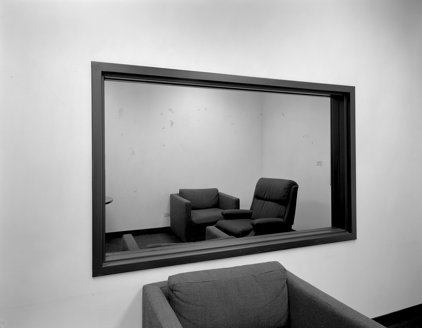 Lynne Cohen - Untitled (observation room with two-way mirror), 1980-1989