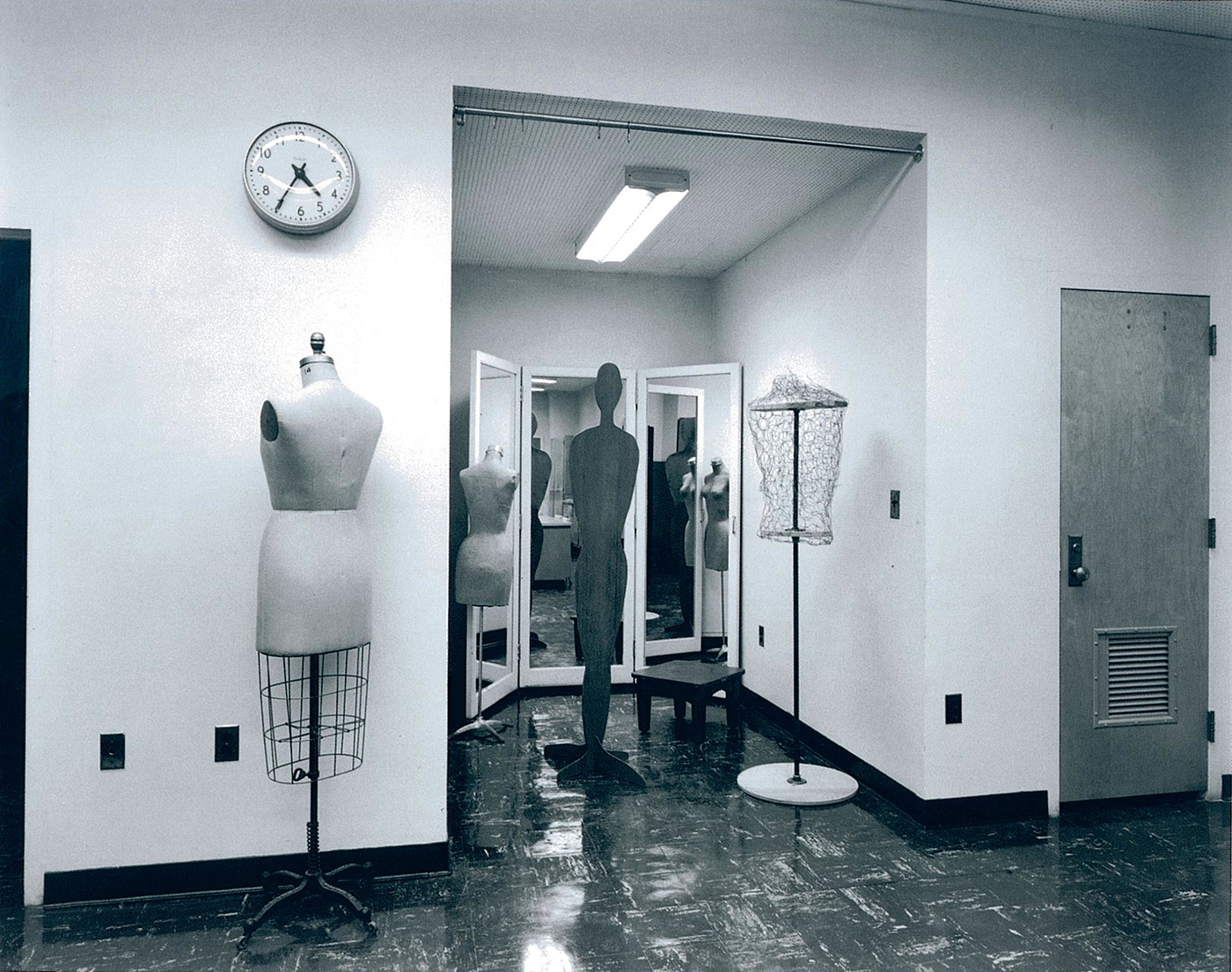 Lynne Cohen - Untitled (Davis clock and seamstress dummy), 1980-1989